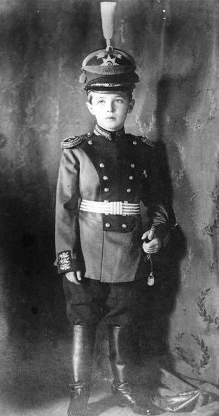 Alexei_Nikolaievich_of_Russia_in_uniform_1911