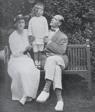 Grand_Duke_Michael_alexandrovich_his_wife_and_son