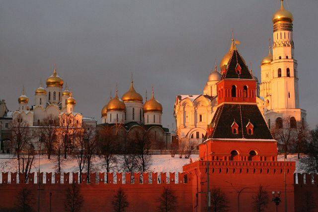 1280px-Вид_на_Кремль_со_стороны_реки