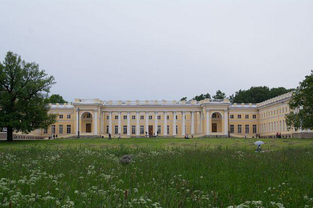 800px-Alexander_Palace_Pushkin_(1_of_13)