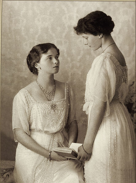 Olga_and_Tatyana_Nikolayevna_of_Russia_(2)