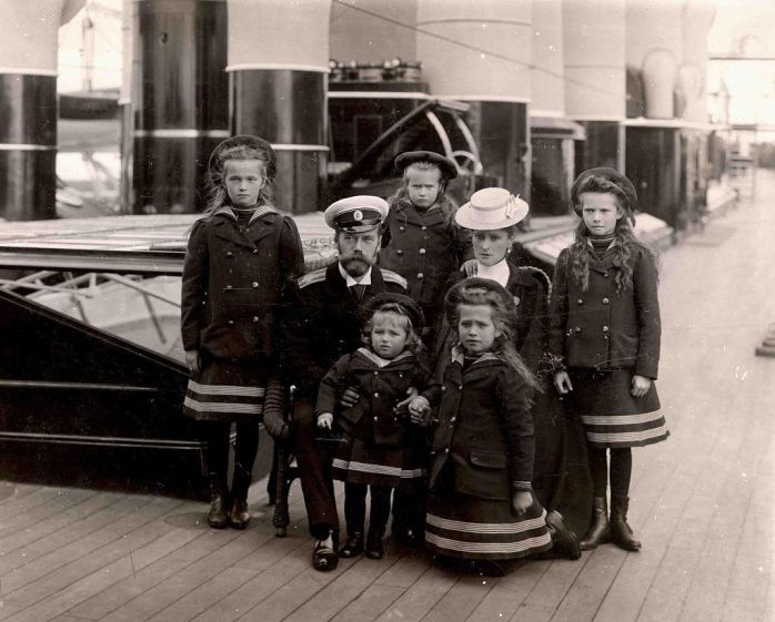 The_Russian_Imperial_Family_aboard_the_Standart