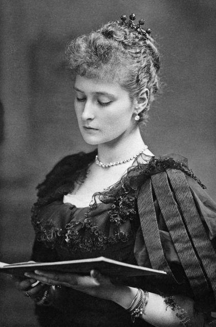 Princess_Alix_of_Hesse_1890