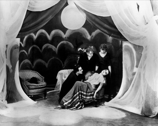 600full-the-cabinet-of-dr-caligari-screenshot