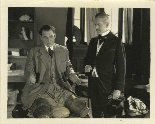 Lon_Chaney_from_The_Penalty_32-729x585