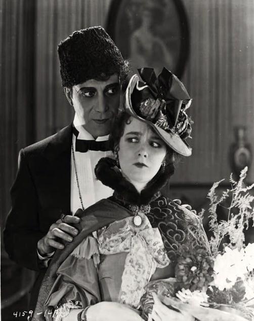 The_Phantom_of_the_Opera_(1925)_still