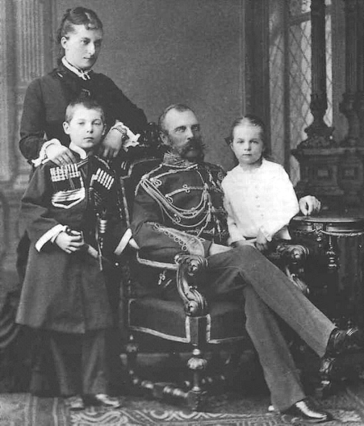 Alexander_II_with_Catherine_Dolgorukaya_and_their_children