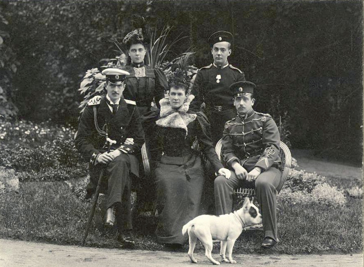 Grand_Duchess_Marie_Pavlovna_of_Russia_with_her_four_children.Photographer_L._Gorodetsky.