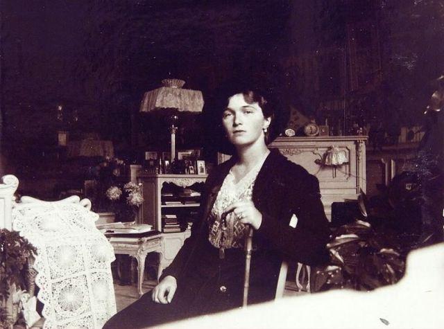 800px-Olga_Nikolaevna_-_Mauve_Room_Alexander_Palace