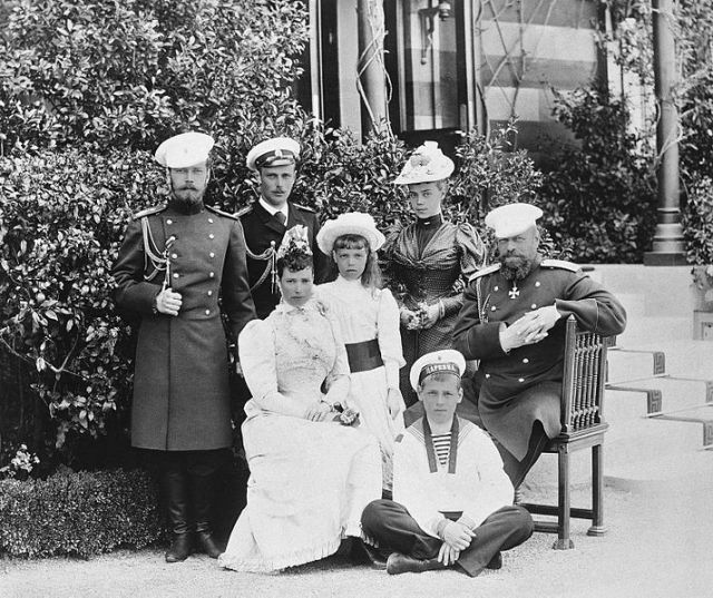 Alexander_III_of_Russia_with_family_at_Small_Palace_of_Livadia