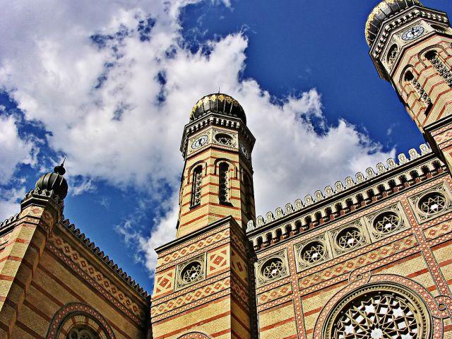 1024px-Budapest_zsinagoga