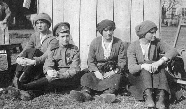 Olga,_Alexei,_Anastasia,_Tatiana_in_captivity_at_Tsarskoe_Selo