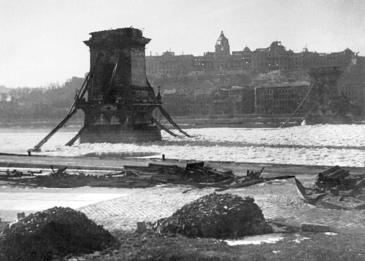 1024px-Lanc_hid_-_Budapest_3_Febr_1946_Foto_Takkk_Hungary