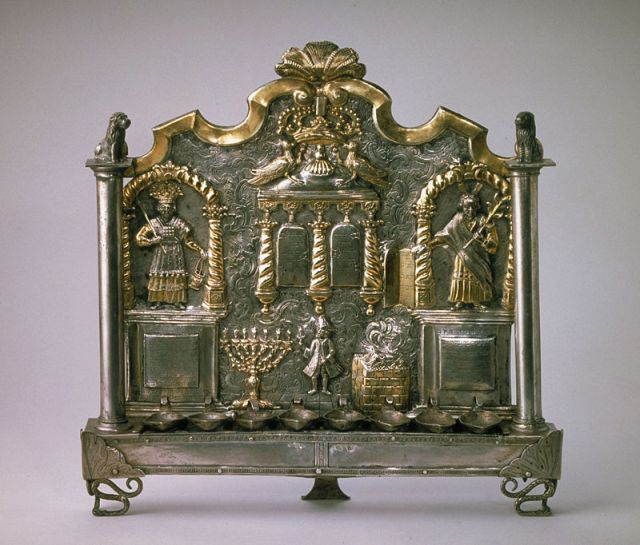 18th_century_hanukkah_lamp_from_breslau_germany_today_wroclaw_poland_-_musee_dart_et_dhistoire_du_judaisme