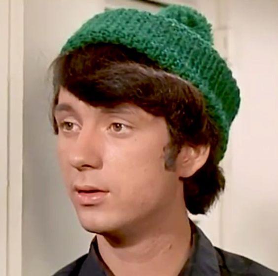 nez-in-green-wool-hat