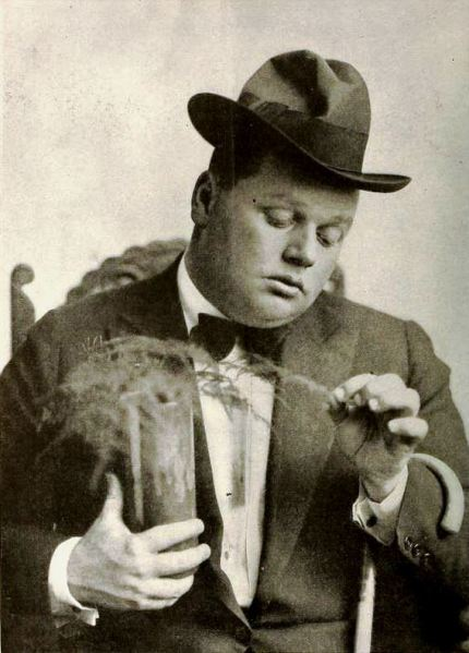 roscoe_arbuckle_-_may_1919_ff