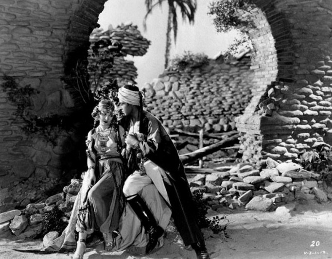Rudolph-Valentino-with-Vilma-Banky-in-The-Son-of-the-Sheik-1926