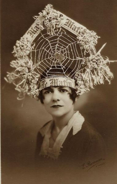 spiderweb-hat