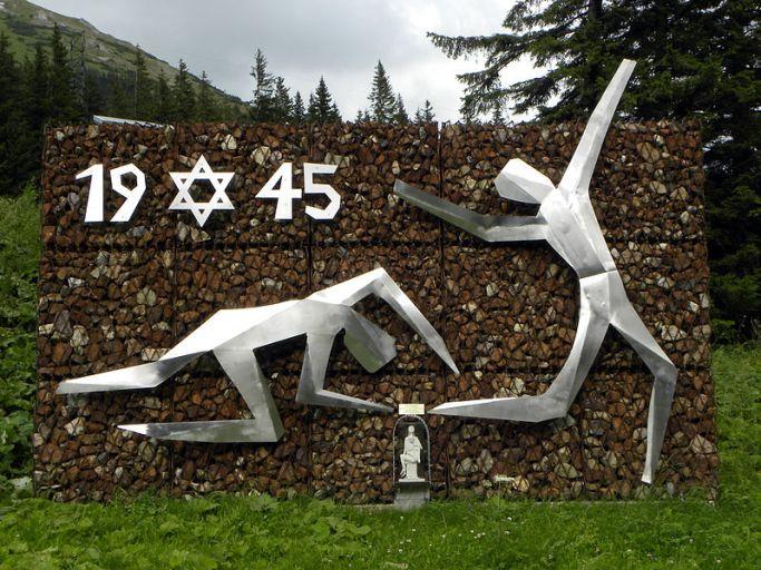 799px-eisenerz_-_denkmal_zur_erinnerung_an_die_1945_am_prabichl_ermordeten_200_juden
