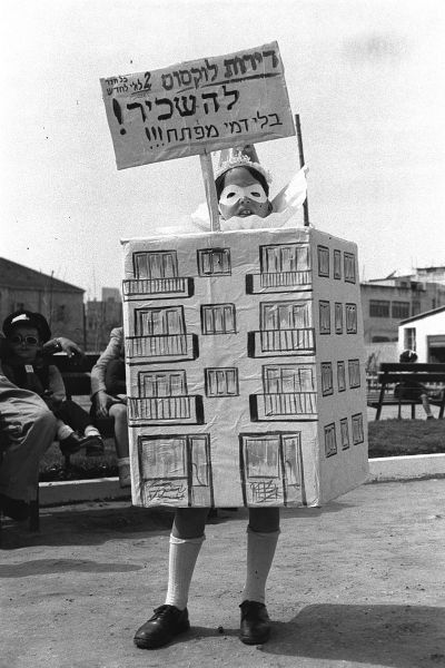 800px-an_original_purim_costume_of_a_house_realtor