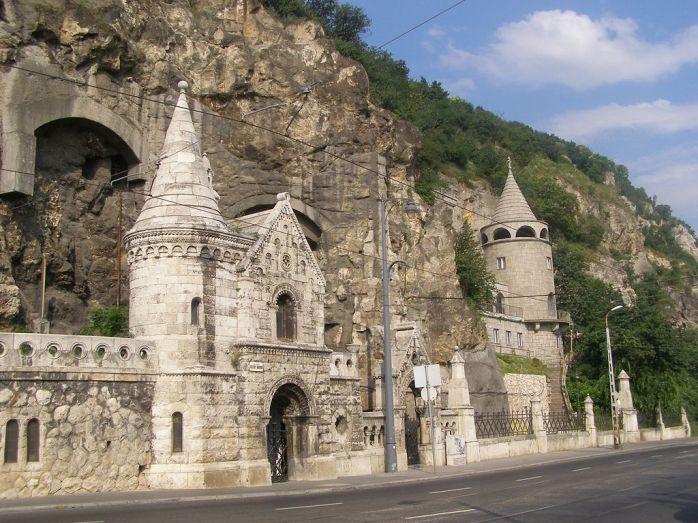 1024px-Budapest_Wzgorze_Gellerta_klasztor