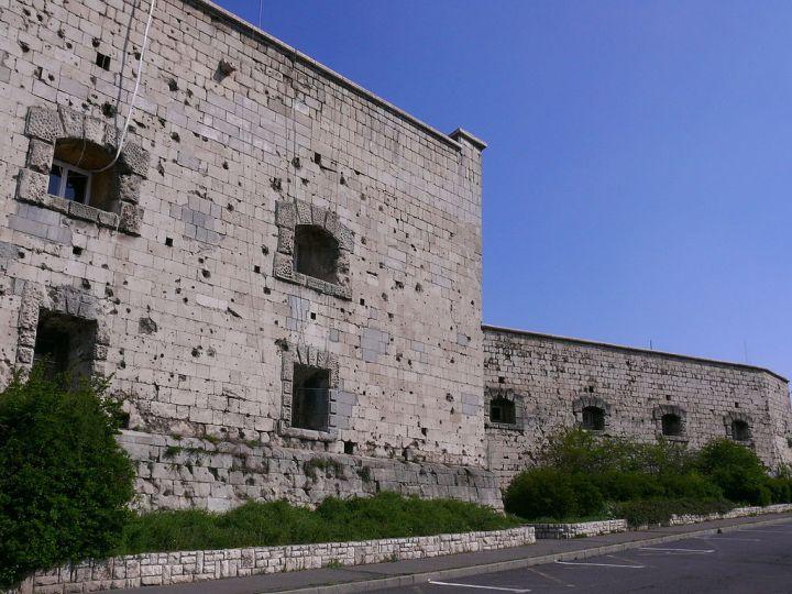 1024px-Gellért-hegyi_Citadella