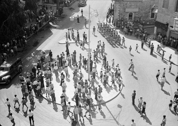 1024px-Jewish_youths_gathering_on_Zion_Circle_preparatory_to_demonstration_against_Palestine_White_Paper,_May_18,_1939_(Jerusalem)._matpc.18322