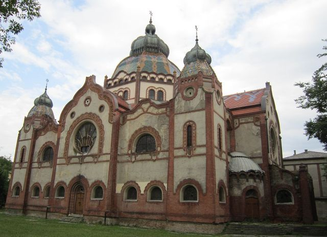 1024px-Serbia_-_Subotica_-_Synagogue