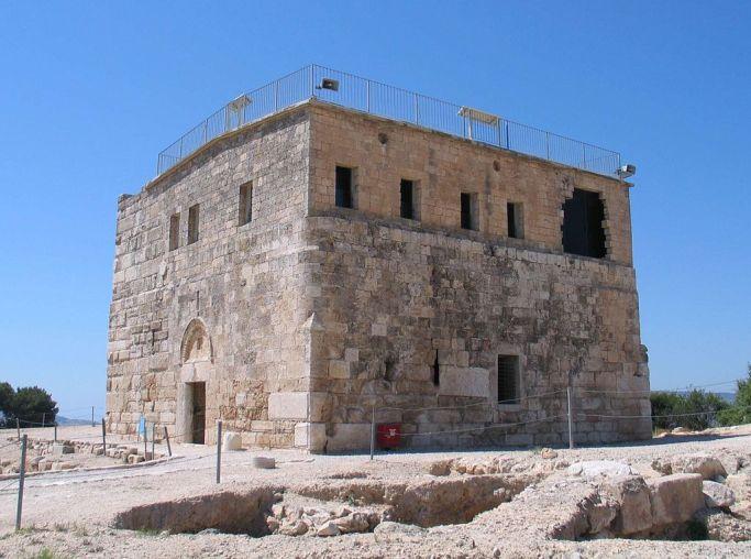 1024px-Tzipori-crusader-tower-3053