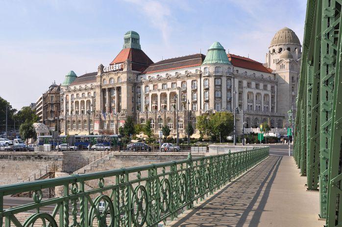 1280px-Budapest_Gellért_R01