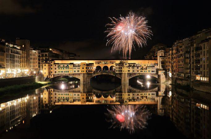 1280px-Fireworks_over_Ponte_Vecchio