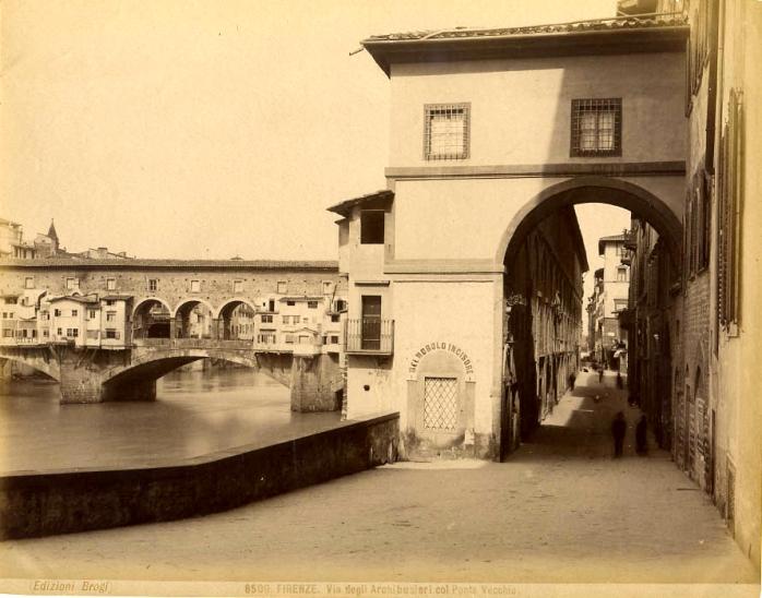 Brogi,_Carlo_(1850-1925)_-_n._8509_-_Firenze_-_Via_degli_archibugieri_col_Ponte_Vecchio