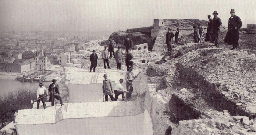Citadel_of_Buda_partial_demolition_works_in_1897