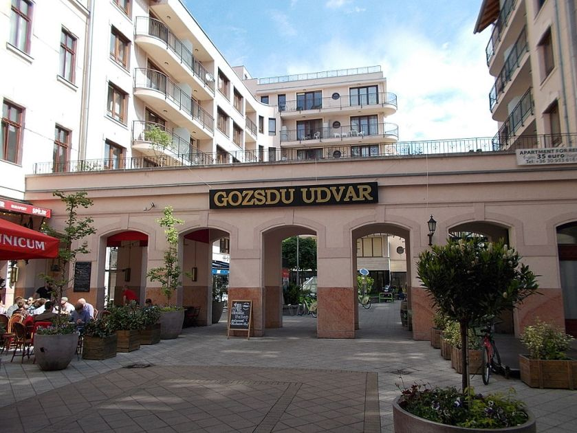 Gozsdu-yard._'C'_yard._Arcades._Monument_ID_840_-_Budapest_7th_district._Király_St._13_&_Dob_St._16