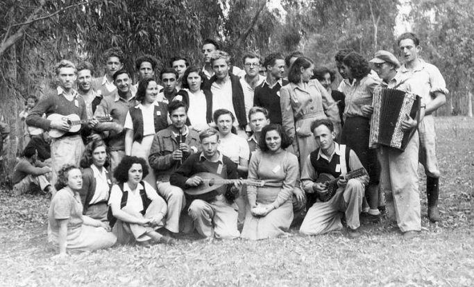 PikiWiki_Israel_8607_Gan_Shmuel_-_Members_of_the_Greater_Tel-Aviv_1943