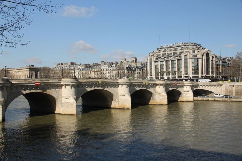 Pont_Neuf_and_La_Samaritaine,_Paris_5_March_2015