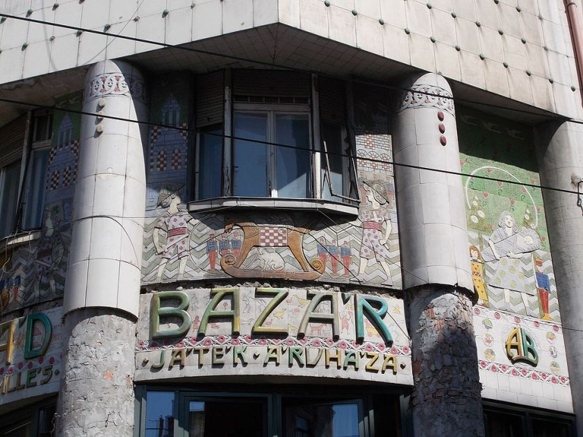 Residential_house_and_'Arcade_bazaar'._Monuments_ID_830_and_ID_7965._Cornerbuilding._Five-story,_mansard_house._Former_Arcade_bazaar._-_Budapest,_VII._Dohány_street_22-24._and_Sip_street_3