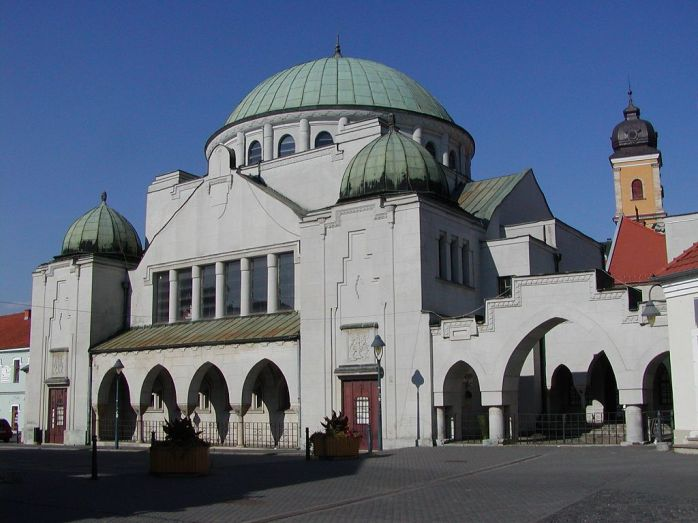 Synagoga,_Trencin_(2007)